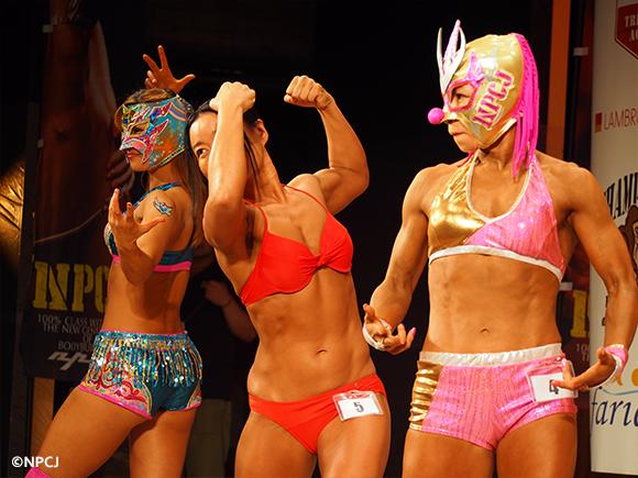女子プロレスラー三人